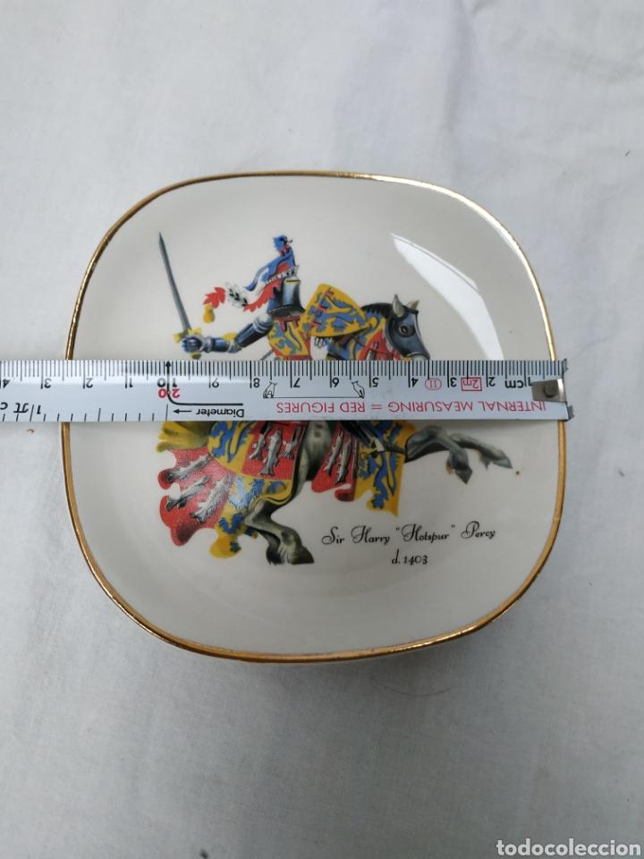Antigüedades: Plato de porcelana inglesa de colección, caballero medieval - Foto 3 - 220618727