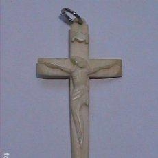 Antigüedades: EXCELENTE CRUZ - CRUCIFIJO DE MARFIL TALLADO ARTESANAL. 5 X 2'5 CM.. Lote 220646785