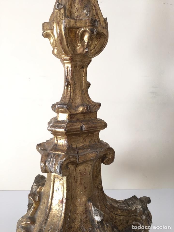Antigüedades: ANTIGUO CANDELERO DE MADERA POLICROMADA - SIGLO XVIII - Foto 4 - 220649720