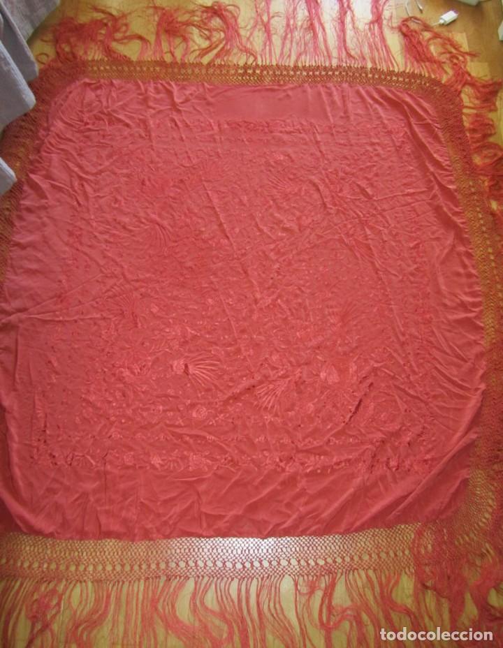 Antigüedades: Precioso mantón de manila color teja, Muchos bordados de rosas y pájaros - Foto 2 - 220667661