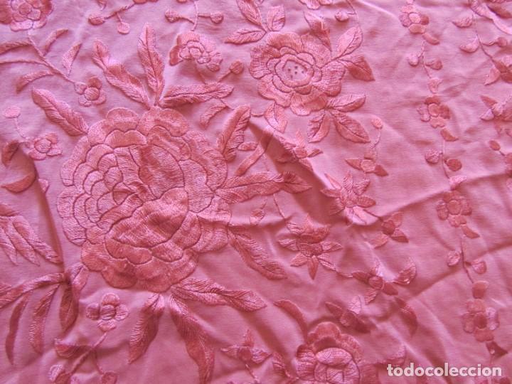 Antigüedades: Precioso mantón de manila color teja, Muchos bordados de rosas y pájaros - Foto 11 - 220667661