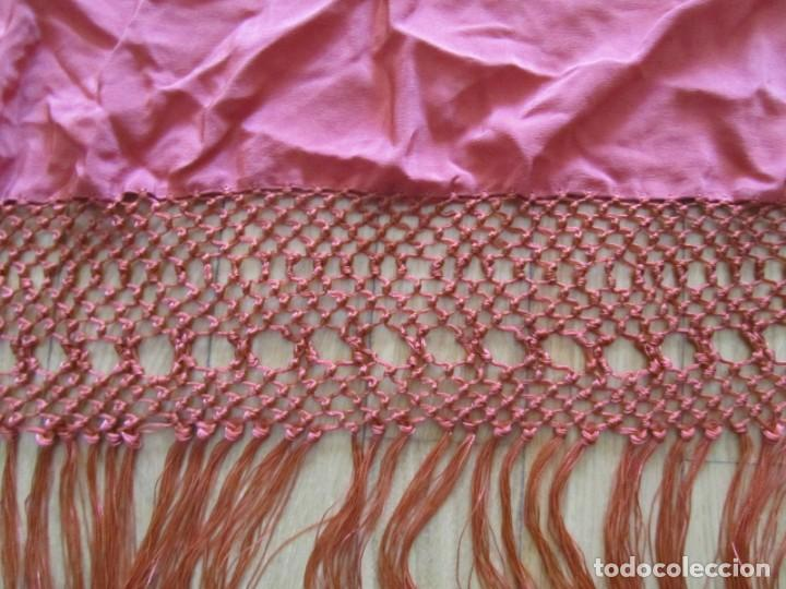 Antigüedades: Precioso mantón de manila color teja, Muchos bordados de rosas y pájaros - Foto 13 - 220667661