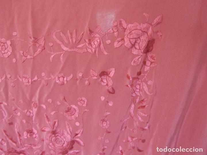 Antigüedades: Precioso mantón de manila color teja, Muchos bordados de rosas y pájaros - Foto 18 - 220667661