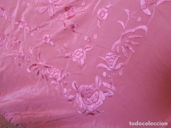 Antigüedades: Precioso mantón de manila color teja, Muchos bordados de rosas y pájaros - Foto 23 - 220667661