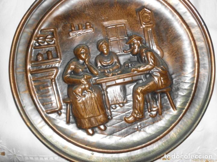 Antigüedades: Plato de cobre repujado - Foto 2 - 220688741