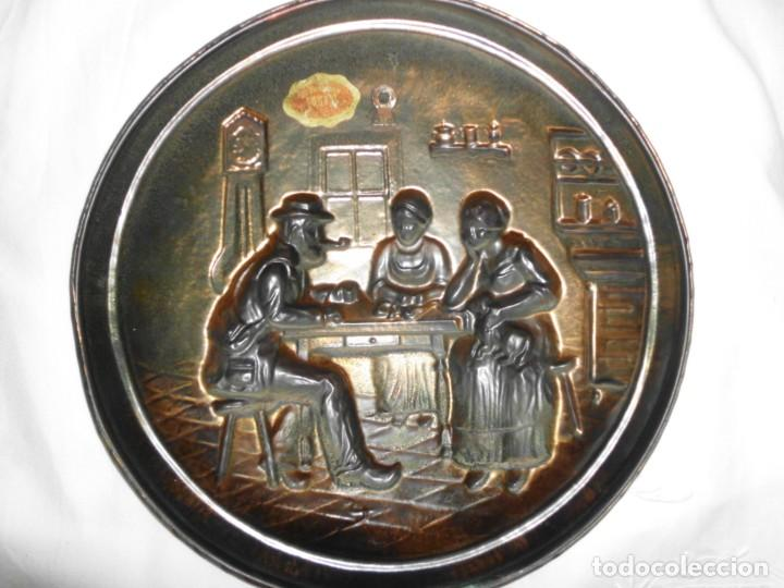 Antigüedades: Plato de cobre repujado - Foto 3 - 220688741