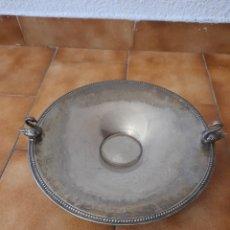 Antigüedades: CENTRO DE MESA DE ALPACA CON CISNES. Lote 220719650