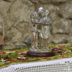 Antigüedades: MAGNEFICA FIGURA ABUELO Y ABUELA CON LAMINA DE PLATA MADE IN ITALY LAMINATO ARGENTO. Lote 220720666