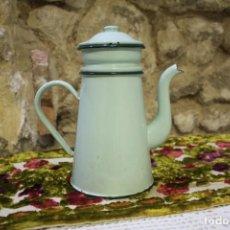 Antigüedades: ANTIGUA TETERA O CAFETERA EN METAL ESMALTADO VERDE PRINCIPIOS SIGLO XX. Lote 220721352