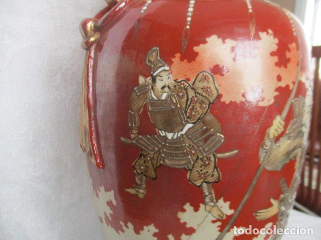 Antigüedades: ESPECTACULAR Y ANTIGUO JARRÓN ORIENTAL DE CERÁMICA - JAPÓN - PINTADO A MANO, FIRMADO / SAMURAIS - Foto 24 - 220761598