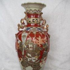 Antigüedades: ESPECTACULAR Y ANTIGUO JARRÓN ORIENTAL DE CERÁMICA - JAPÓN - PINTADO A MANO, FIRMADO / SAMURAIS. Lote 220761598