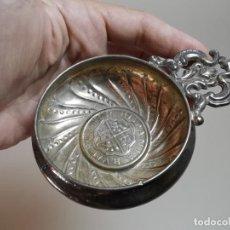 Antiquités: ANTIGUO CATAVINOS DE ALPACA CON ILUSTRACION DE MONEDA DEL SIGLO XVII ESPAÑA-BAÑO PLATA. Lote 220785645