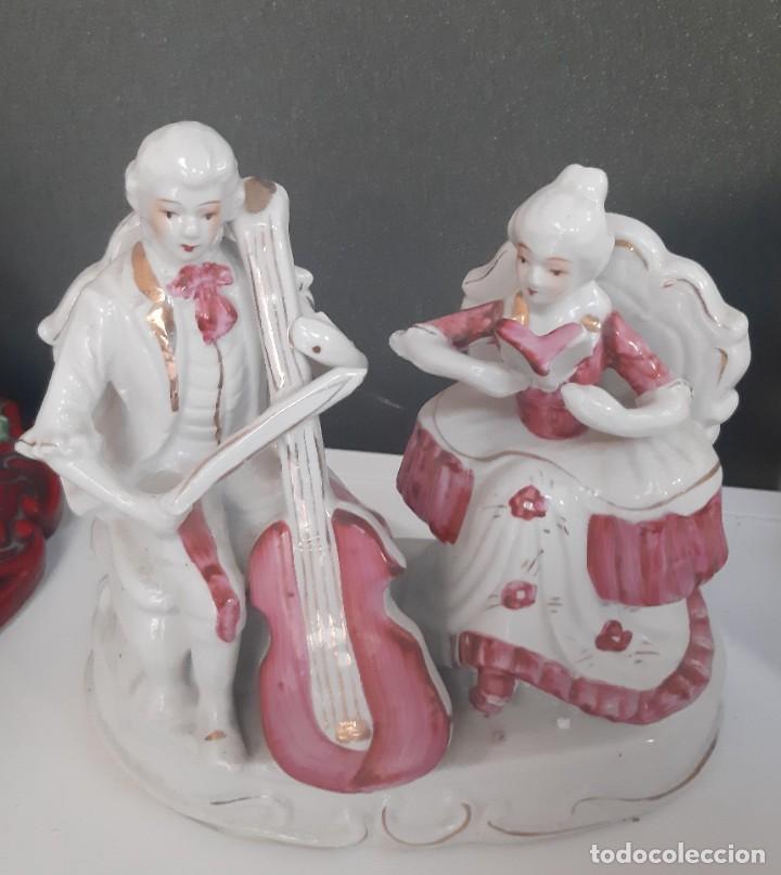FIGURA PAREJA MUSICOS (Antigüedades - Porcelanas y Cerámicas - Otras)