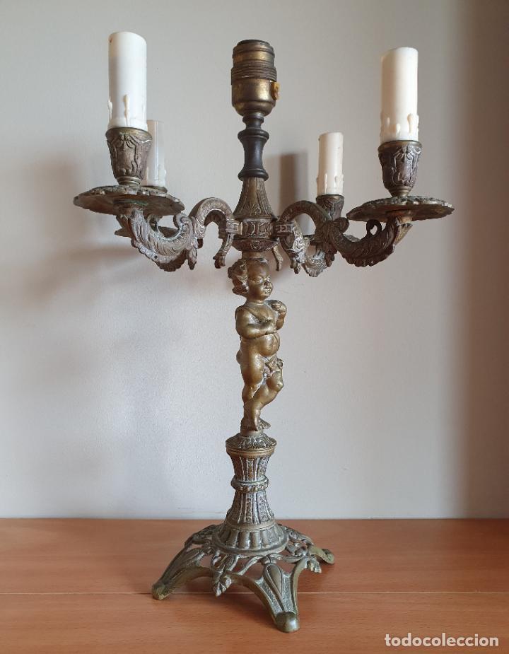 Antigüedades: Magnífico candelabro antiguo en bronce de estilo rococó con angelote en relieve . - Foto 5 - 220876646