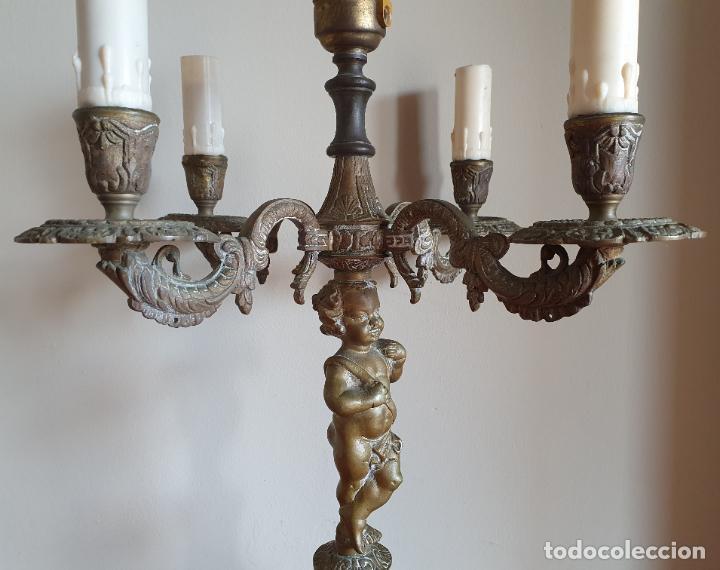 Antigüedades: Magnífico candelabro antiguo en bronce de estilo rococó con angelote en relieve . - Foto 6 - 220876646