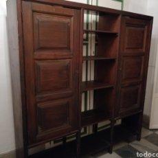 Antigüedades: MUEBLE ANTIGUO CON DOS PUERTAS Y ESTANTES. Lote 220892508