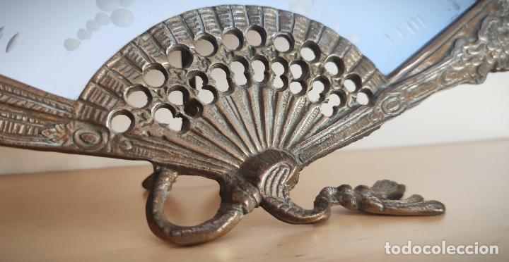 Antigüedades: Espejo biselado de sobremesa - bronce macizo de principios del SXX en forma de abanico - victoriano - Foto 3 - 220897518