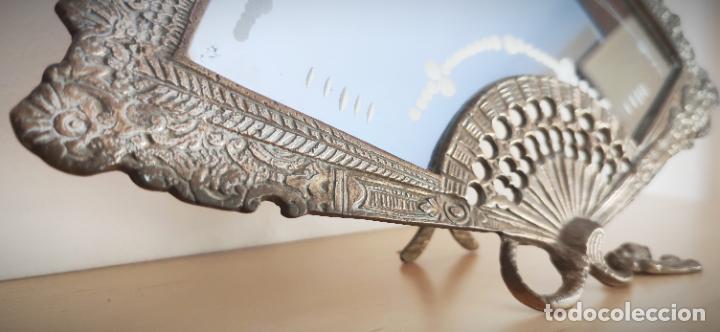 Antigüedades: Espejo biselado de sobremesa - bronce macizo de principios del SXX en forma de abanico - victoriano - Foto 4 - 220897518