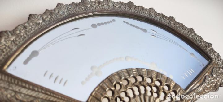 Antigüedades: Espejo biselado de sobremesa - bronce macizo de principios del SXX en forma de abanico - victoriano - Foto 5 - 220897518