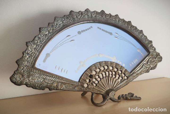 Antigüedades: Espejo biselado de sobremesa - bronce macizo de principios del SXX en forma de abanico - victoriano - Foto 6 - 220897518