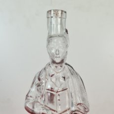 Antigüedades: BOTELLA DE CRISTAL CON FORMA DE VITICULTOR CATALÁN. SIGLO XX.. Lote 220928338