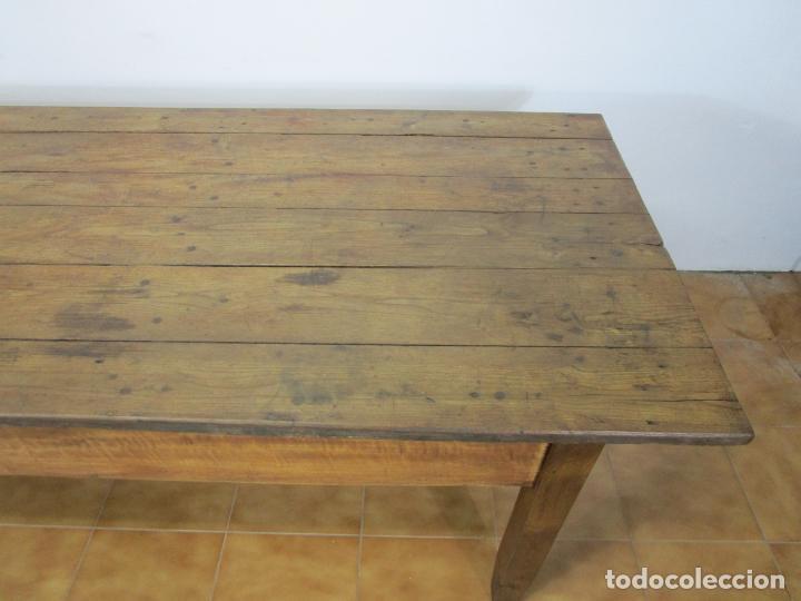 Antigüedades: Antigua Mesa Larga Rústica - Patas y Sobre en Madera de Olmo - Largo 235 cm - S. XIX - Foto 2 - 220966603