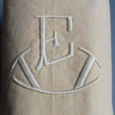 Antiquités: ANTIGUA SÁBANA DE LINO BORDADOS Y VAINICAS PPIO.S.XX. Lote 220974608