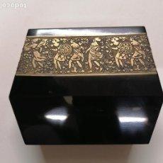 Antigüedades: PRECIOSO JARRON O CENTRO DE CRISTAL LILACEO FIRMADO POR MOSER (094). Lote 220978337