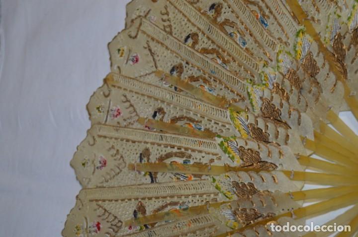 Antigüedades: VINTAGE- ABANICO PIEL DE PAPIRO / PIEL CABRITILLA Y ASTA, DECORADOS, PERFORADOS Y DORADOS - ¡MIRA! - Foto 5 - 220980593