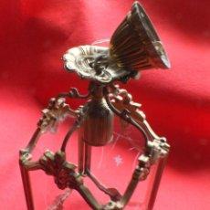 Antigüedades: LÁMPARA ANTIGUO FAROL DE TECHO DE BRONCE Y CRISTALES TALLADOS. Lote 220885932