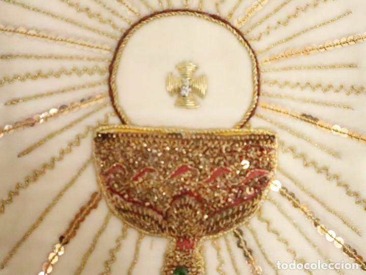 Antigüedades: Importante casulla española confeccionada en seda bordada con oro, plata y otras sedas. Hacia 1900. - Foto 5 - 221002833