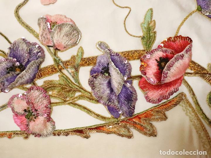 Antigüedades: Importante casulla española confeccionada en seda bordada con oro, plata y otras sedas. Hacia 1900. - Foto 14 - 221002833