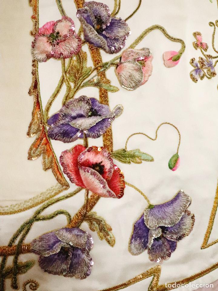 Antigüedades: Importante casulla española confeccionada en seda bordada con oro, plata y otras sedas. Hacia 1900. - Foto 15 - 221002833