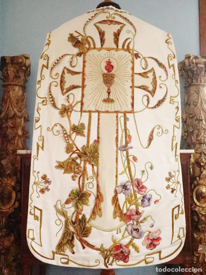 Antigüedades: Importante casulla española confeccionada en seda bordada con oro, plata y otras sedas. Hacia 1900. - Foto 18 - 221002833