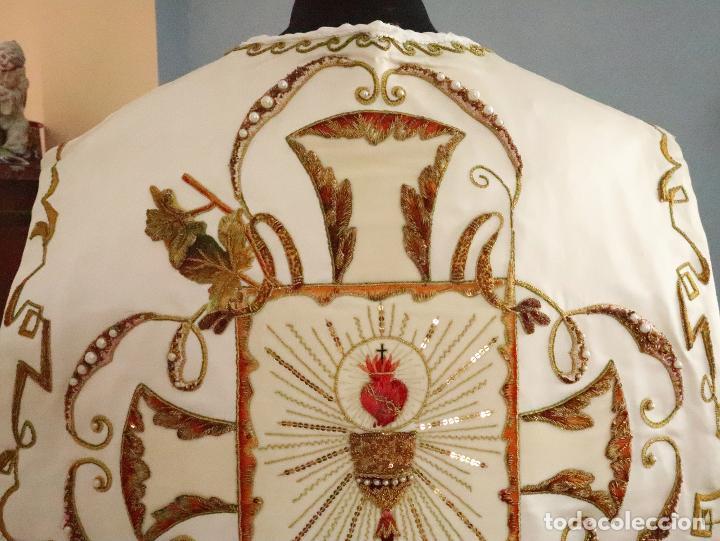 Antigüedades: Importante casulla española confeccionada en seda bordada con oro, plata y otras sedas. Hacia 1900. - Foto 20 - 221002833