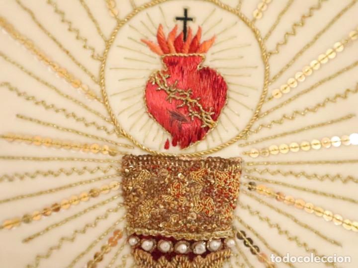 Antigüedades: Importante casulla española confeccionada en seda bordada con oro, plata y otras sedas. Hacia 1900. - Foto 25 - 221002833