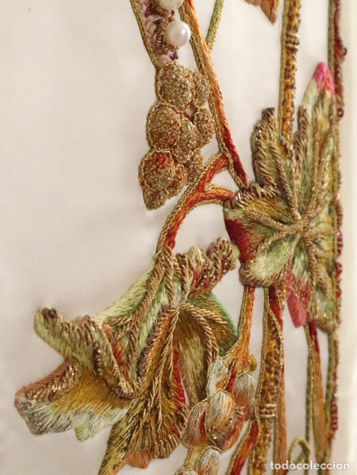 Antigüedades: Importante casulla española confeccionada en seda bordada con oro, plata y otras sedas. Hacia 1900. - Foto 33 - 221002833