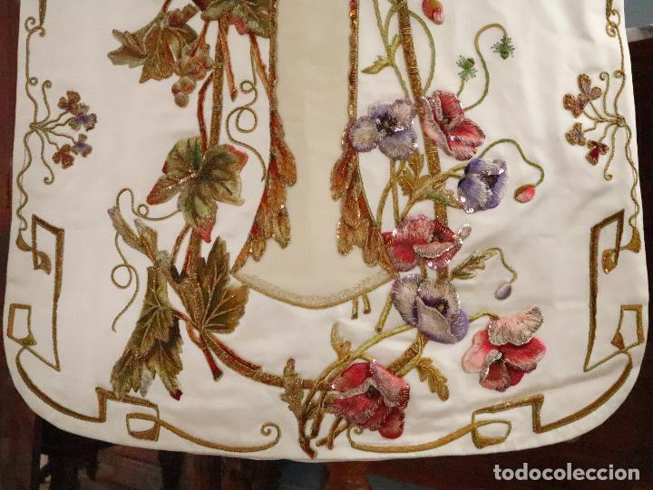 Antigüedades: Importante casulla española confeccionada en seda bordada con oro, plata y otras sedas. Hacia 1900. - Foto 35 - 221002833