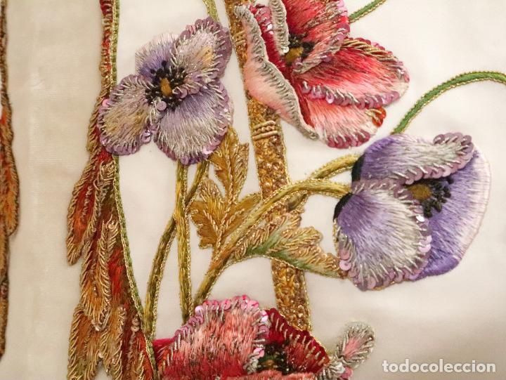 Antigüedades: Importante casulla española confeccionada en seda bordada con oro, plata y otras sedas. Hacia 1900. - Foto 36 - 221002833