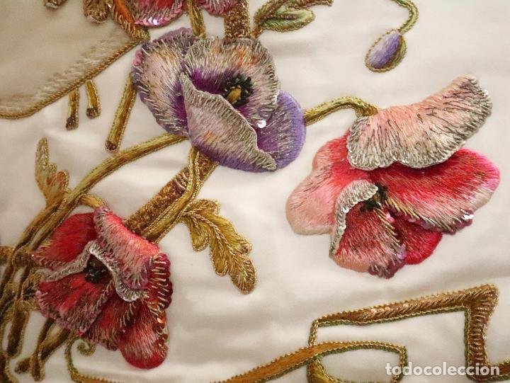 Antigüedades: Importante casulla española confeccionada en seda bordada con oro, plata y otras sedas. Hacia 1900. - Foto 37 - 221002833