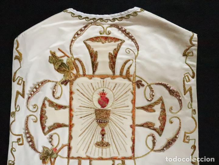 Antigüedades: Importante casulla española confeccionada en seda bordada con oro, plata y otras sedas. Hacia 1900. - Foto 41 - 221002833
