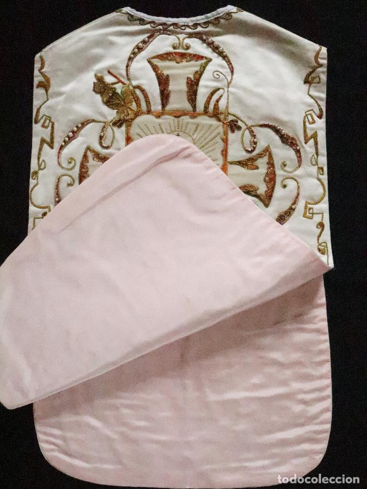 Antigüedades: Importante casulla española confeccionada en seda bordada con oro, plata y otras sedas. Hacia 1900. - Foto 43 - 221002833