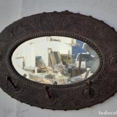 Antigüedades: PERCHERO CON ESPÈJO ANTIGUO. Lote 221128877