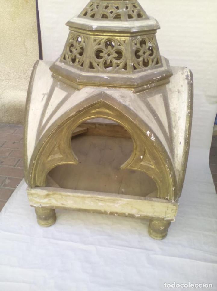 CAPILLA U HORNACINA DE MADERA POLICROMADA (Antigüedades - Religiosas - Ornamentos Antiguos)