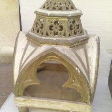 Antigüedades: CAPILLA U HORNACINA DE MADERA POLICROMADA. Lote 221130272