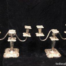 Antiquités: PAREJA CANDELABROS METAL PLATEADO. Lote 221157873
