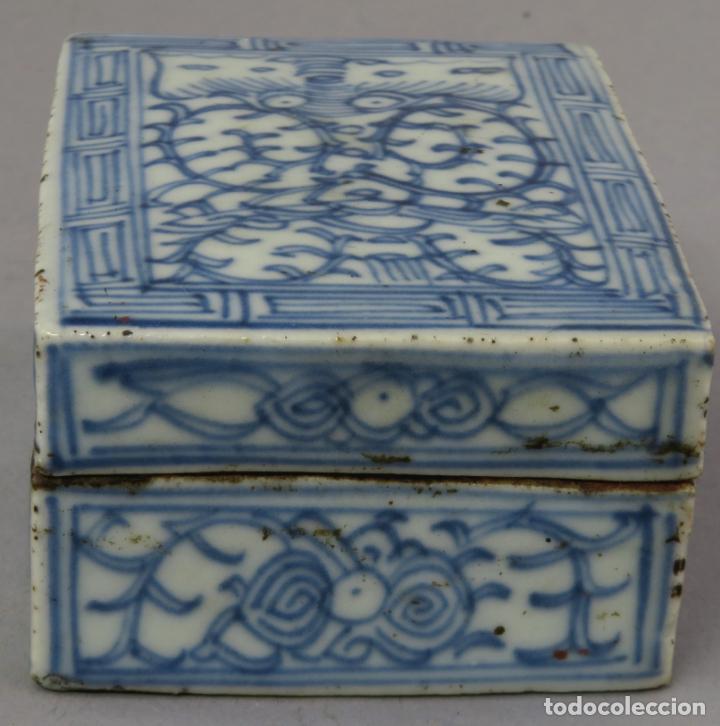 Antigüedades: Caja de cerámica China Blue and white pintada en azul con decoración vegetal siglo XIX - Foto 2 - 221246490