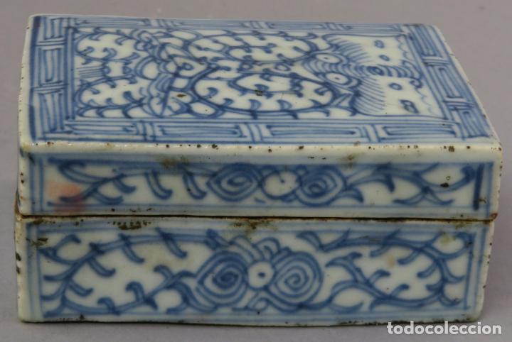 CAJA DE CERÁMICA CHINA BLUE AND WHITE PINTADA EN AZUL CON DECORACIÓN VEGETAL SIGLO XIX (Antigüedades - Porcelanas y Cerámicas - China)