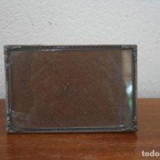 Antigüedades: PRECIOSO ANTIGUO MARCO FOTO FOTOGRAFIA EN BRONCE LABRADO - HORIZONTAL VERTICAL. Lote 221253190