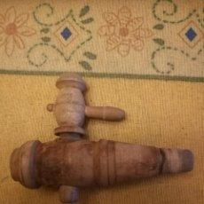 Antigüedades: GRIFO DE MADERA PARA BARRIL. 7´5CM. ALTO 5.5CM. DIÁMETRO 7MM. A 18MM.. Lote 221299690